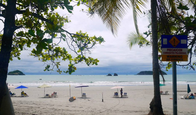 beach-in-manuel-antonio